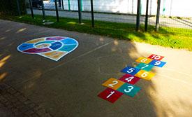 Bodenspiele aus Vorgeformte Thermoplastik auf der Schulhof