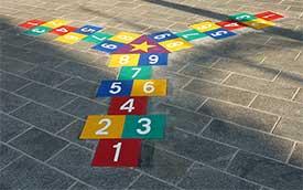 Dienstleistungen-Montage von Bodenspielen